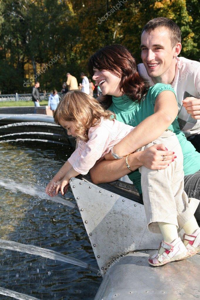 Family at fontain 2