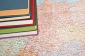 hromady knih na mapě Evropy