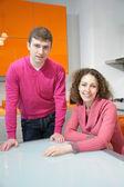 Fotografie mladý pár v kuchyni