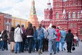 Fotografia turisti sulla piazza rossa
