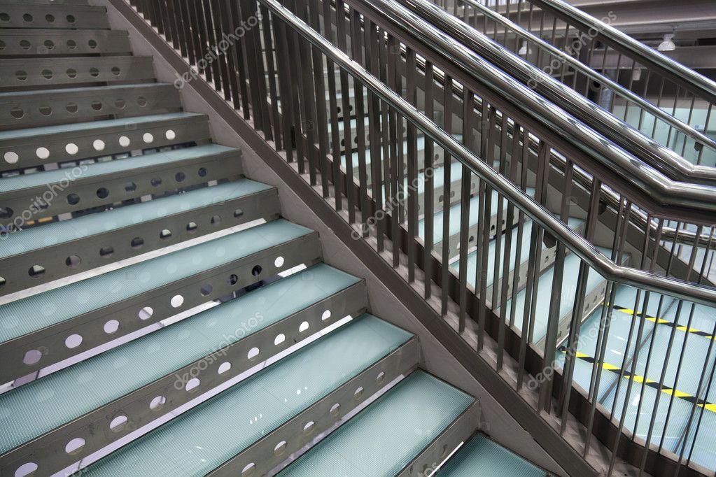 Moderne metalen trap u2014 stockfoto © portokalis #7505473