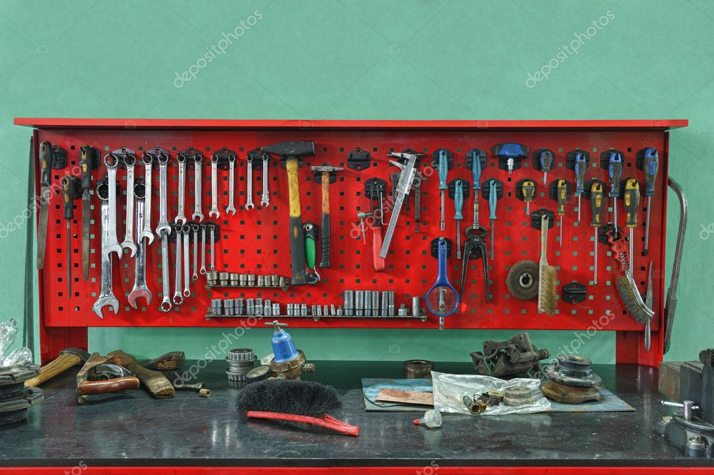 Set of the working tool at the stand