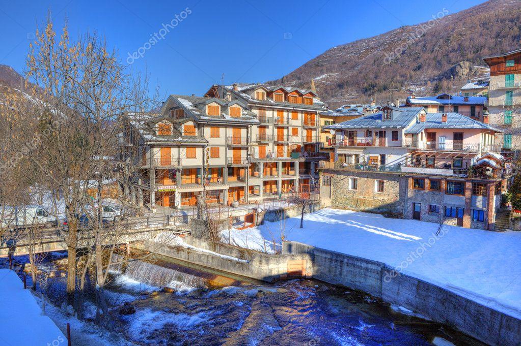 Hotel In Huizen : Hotel en huizen in limone piemonte u2014 stockfoto © rglinsky #7925434