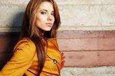 Fotografie Junge Mode-Frau in Herbstfarbe