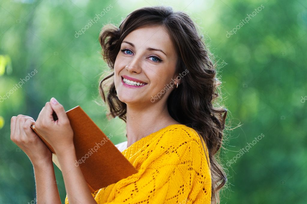 Portrait beautiful woman reading book