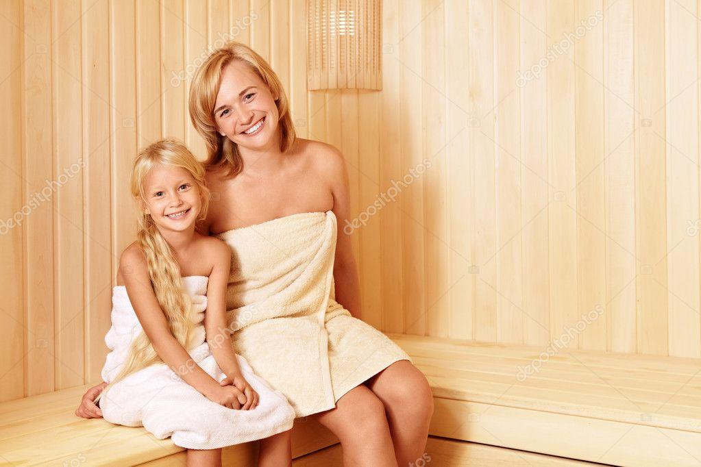 голая мамаша в бане с сыном фото