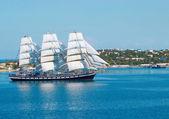 plachetnice vstupu do zálivu