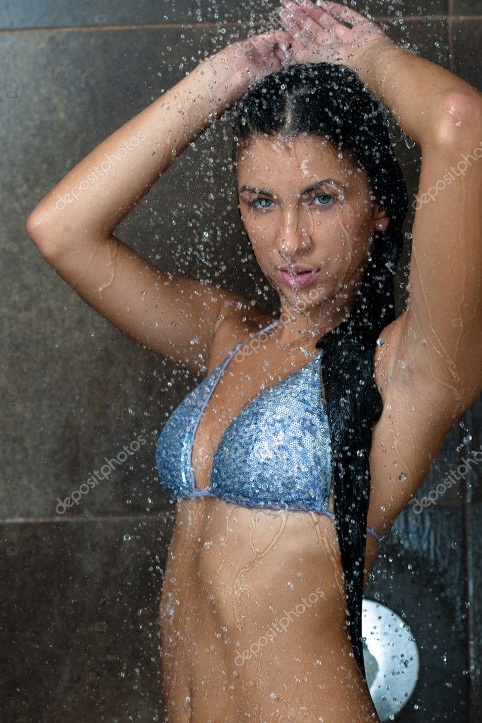 Sexiest lady model in the shower naked kissing — photo 1