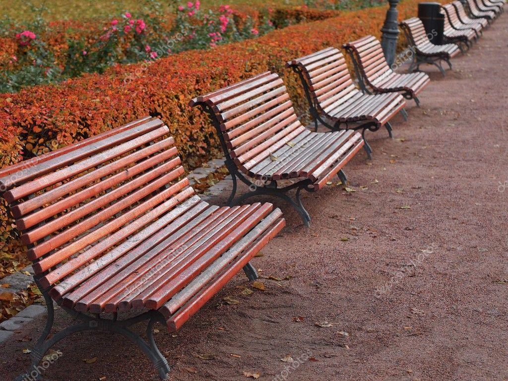 Ławki parkowe — Zdjęcie stockowe