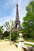 jaro park s Eiffelovou věží