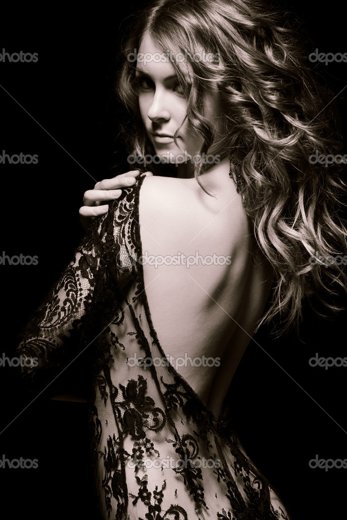 655994eb25e5 mladá Kráska v krajkové šaty — Stock Fotografie © yurok.a  7085816