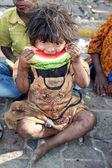 éhes, szegény lány