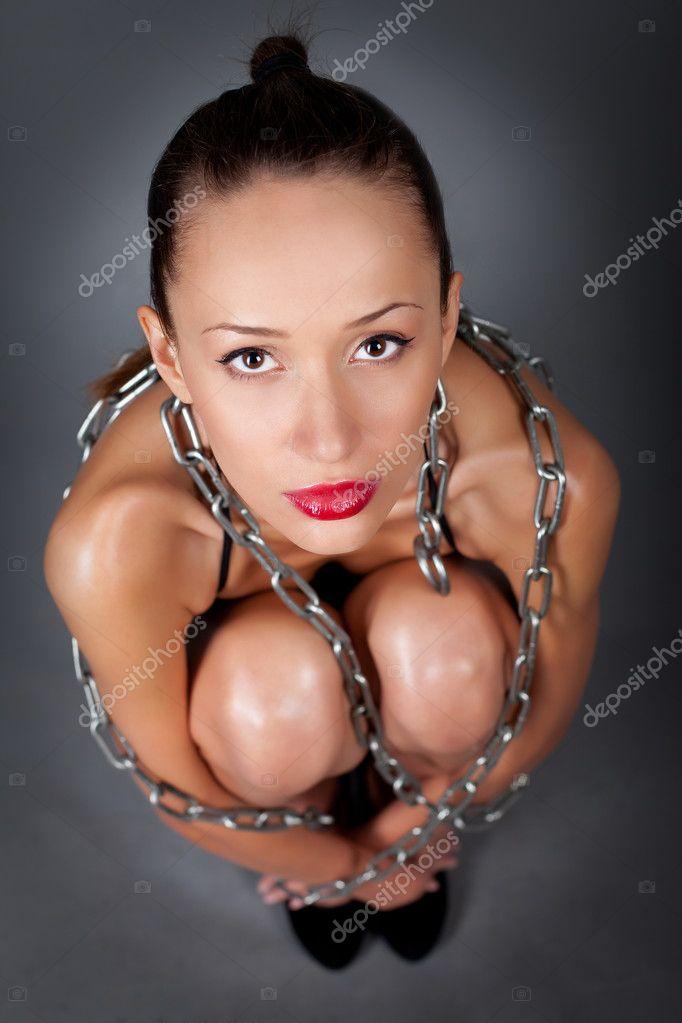 тайку в цепях