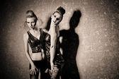 Photo Two beautiful women in dark