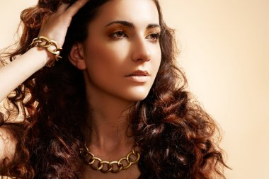 Beauty portrait of luxury fashion woman with glamour gold jewellery