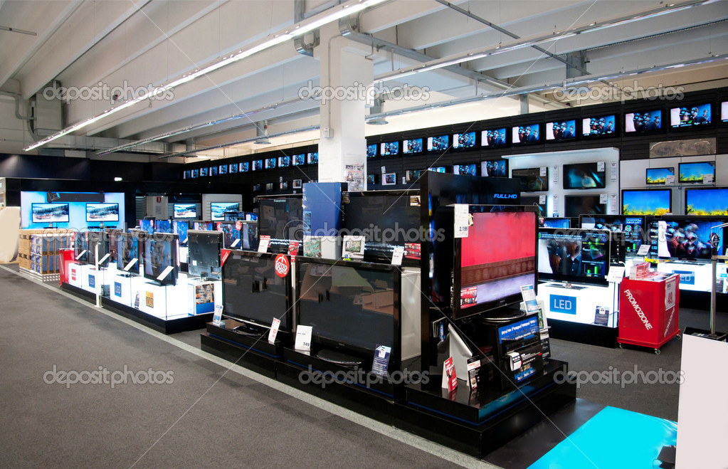 Big electronic retail store – Stock Editorial Photo © moreno.soppelsa #6762086