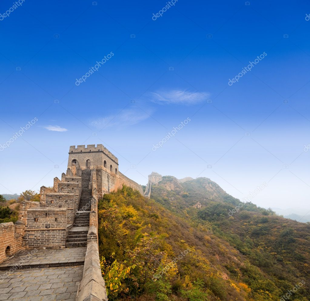 The great wall of china under the blue sky
