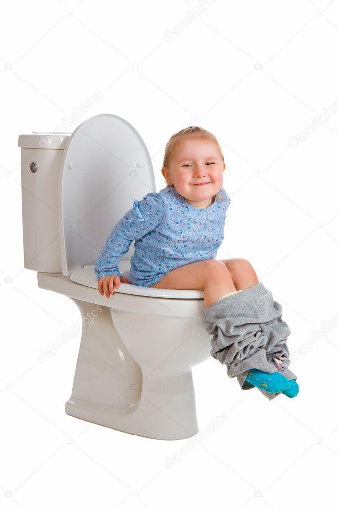 Cute Little Girl Sitting On Toilet Stockfoto (Lizenzfrei