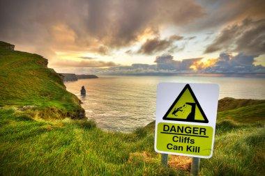Cliffs can kill sign