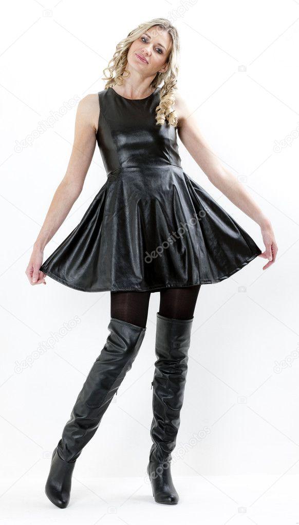 schwarzes kleid mit stiefeln elegante kleider dieses jahr. Black Bedroom Furniture Sets. Home Design Ideas