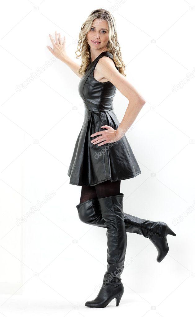 schwarzes kleid braune stiefel 64b085