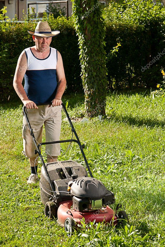 Man Mahen Der Rasen Stockfoto C Grafvision 7515296