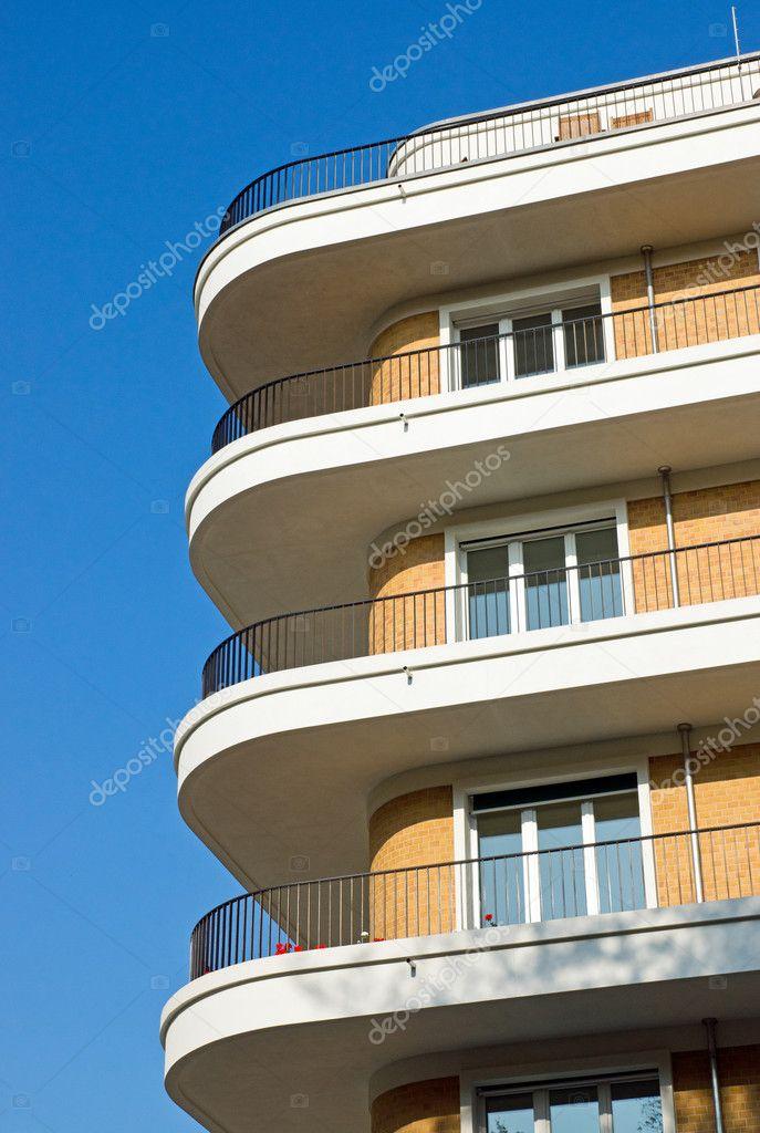 Moderni appartamenti con balconi foto stock elxeneize for Appartamenti moderni foto
