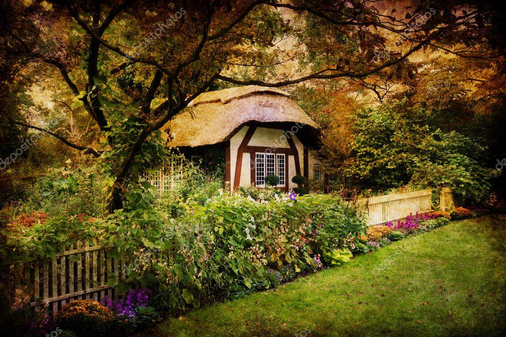 Casetta incantata foto stock littleny 7094224 for Piani architettonici di cottage