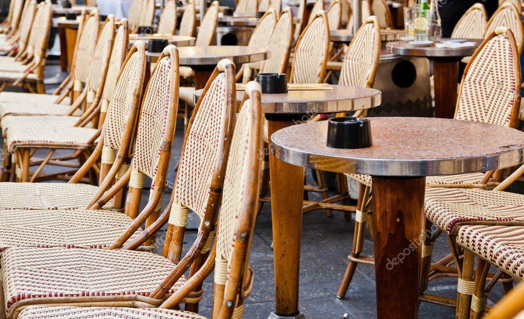 Terras Stoelen Tafels.Straatmening Van Een Cafe Terras Met Tafels En Stoelen Parijs Franc