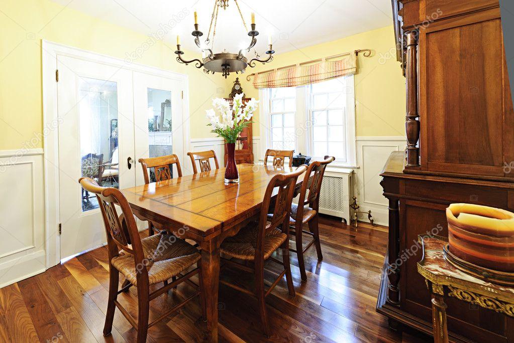 eetkamer meubelen — Stockfoto © elenathewise #7609809