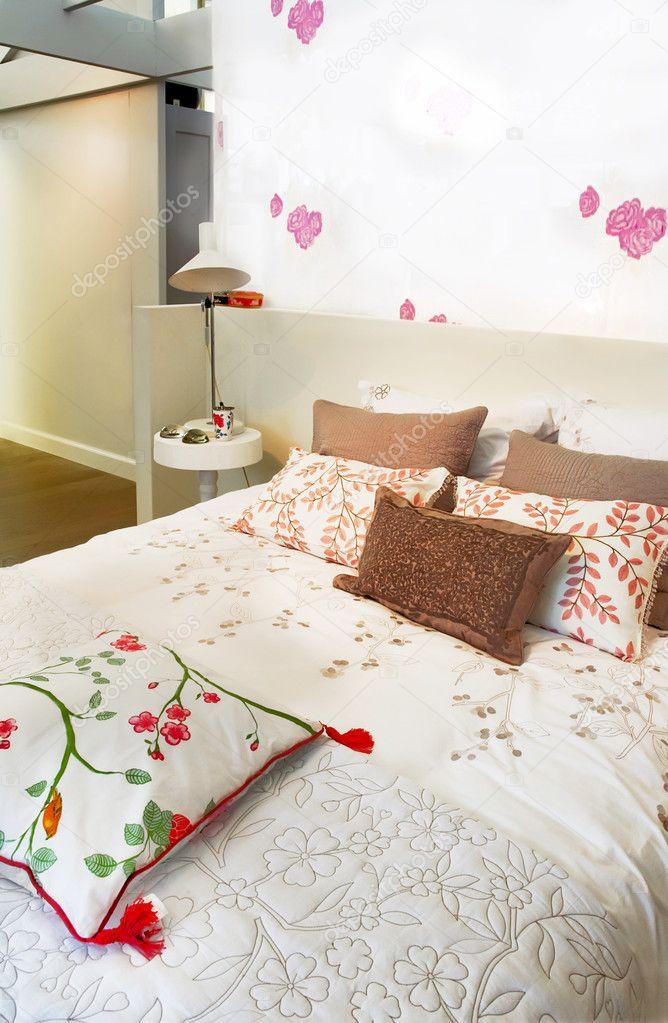 slaapkamer in landelijke stijl — Stockfoto © araraadt #7886206