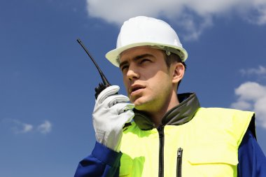 Builder with transmitter