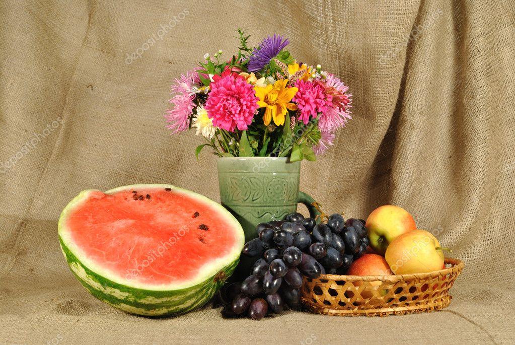 L 39 autunnali fiori e frutta foto stock traven 6748987 for Immagini fiori autunnali