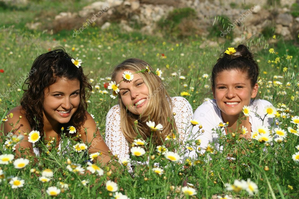 Group of hippy teens or young women
