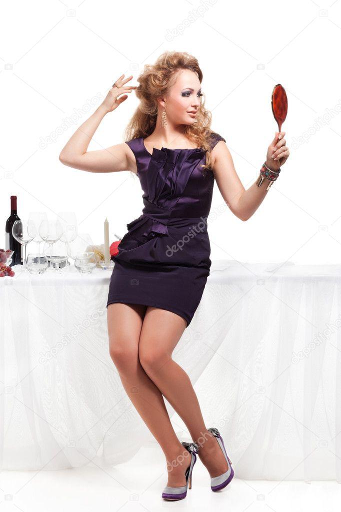 retrato de mulher bonita mesa nea de pé stock photo igorborodin