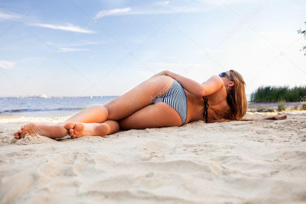 Mujeres ucranianas saliendo de la playa