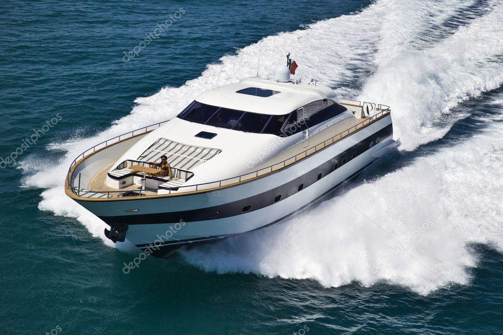 Italia, Mar Tirreno, Tecnomar 26 yacht di lusso, vista aerea