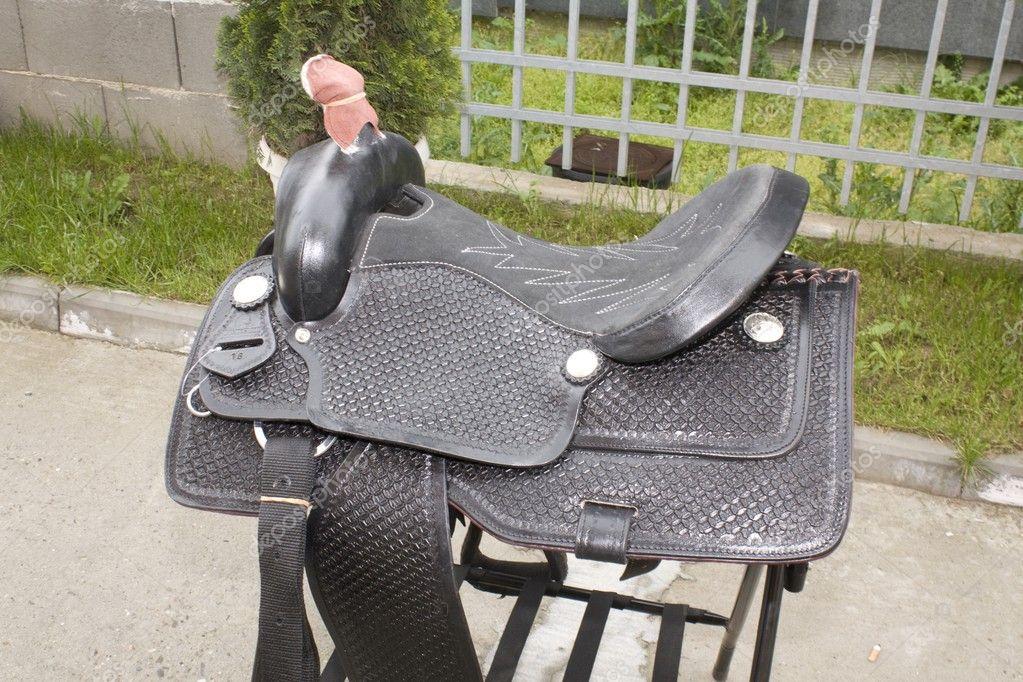 Sella di cuoio per cavalli u foto stock andreev