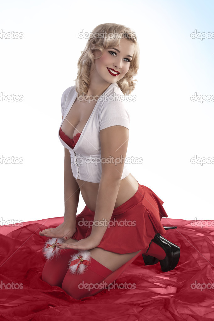 Блондинка в короткой юбке картинки