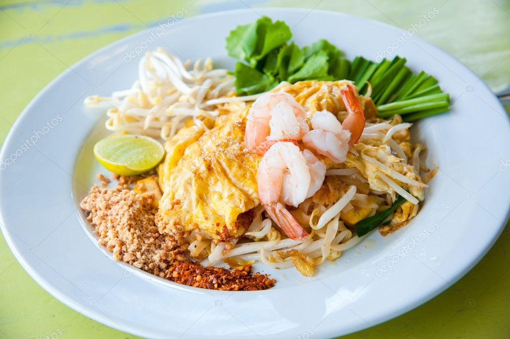 Thailand's national dishes, stir-fried rice noodles with egg, vegetabl
