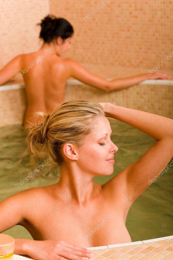 Femme Nue Piscine spa beauté détente deux femmes nue piscine — photographie
