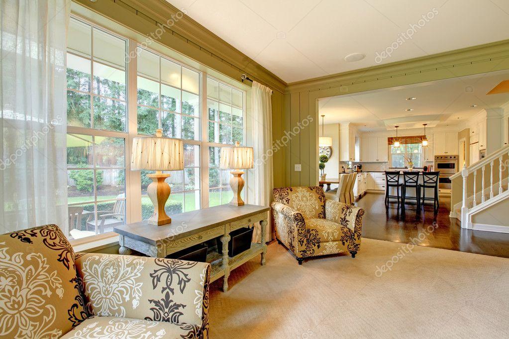 Natürlichen Luxus-Creme und grün Wohnzimmer — Stockfoto ...