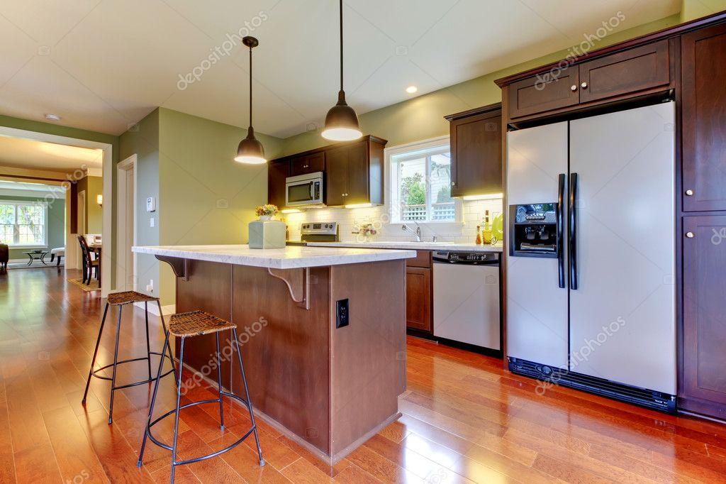neue braune Küche mit Kirsche Boden — Stockfoto © iriana88w #7590176