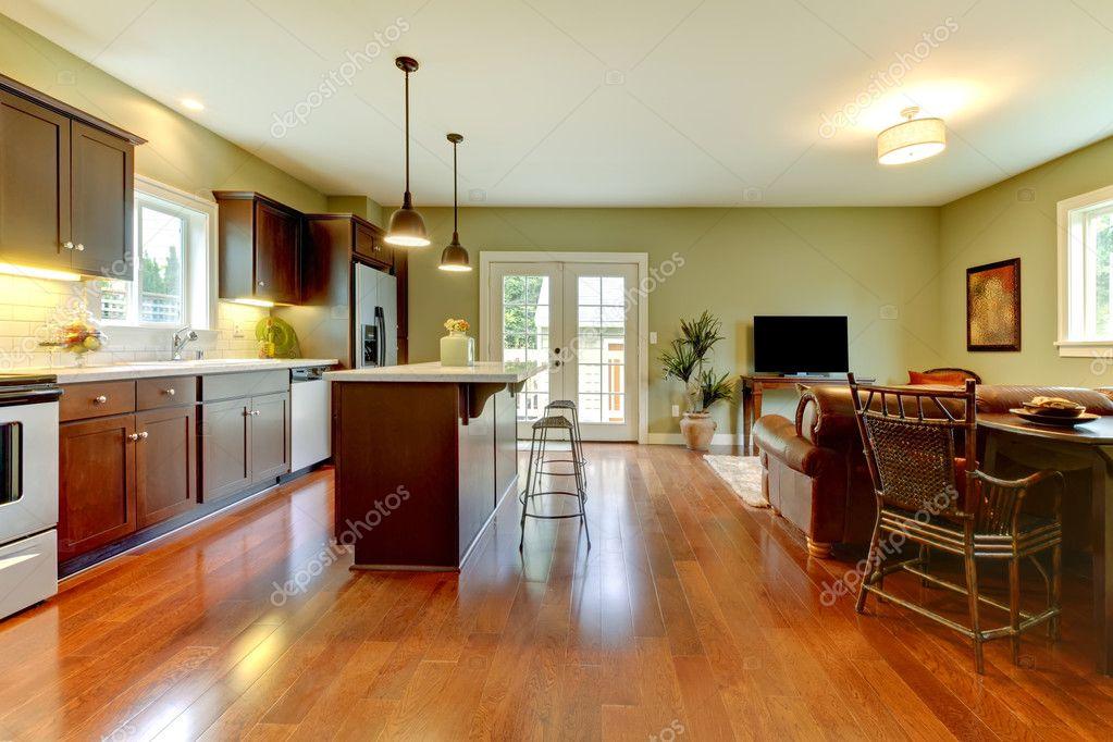 neue braune Küche mit Kirsche Boden und Wohnzimmer — Stockfoto ...