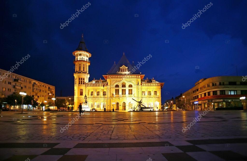 Municipio di buzau di notte il palazzo comunale di for Piani domestici di 2000 piedi quadrati