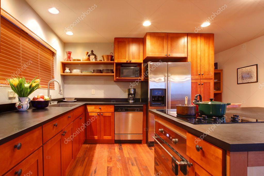 cucina ciliegio moderna di lusso — Foto Stock © iriana88w #7631572