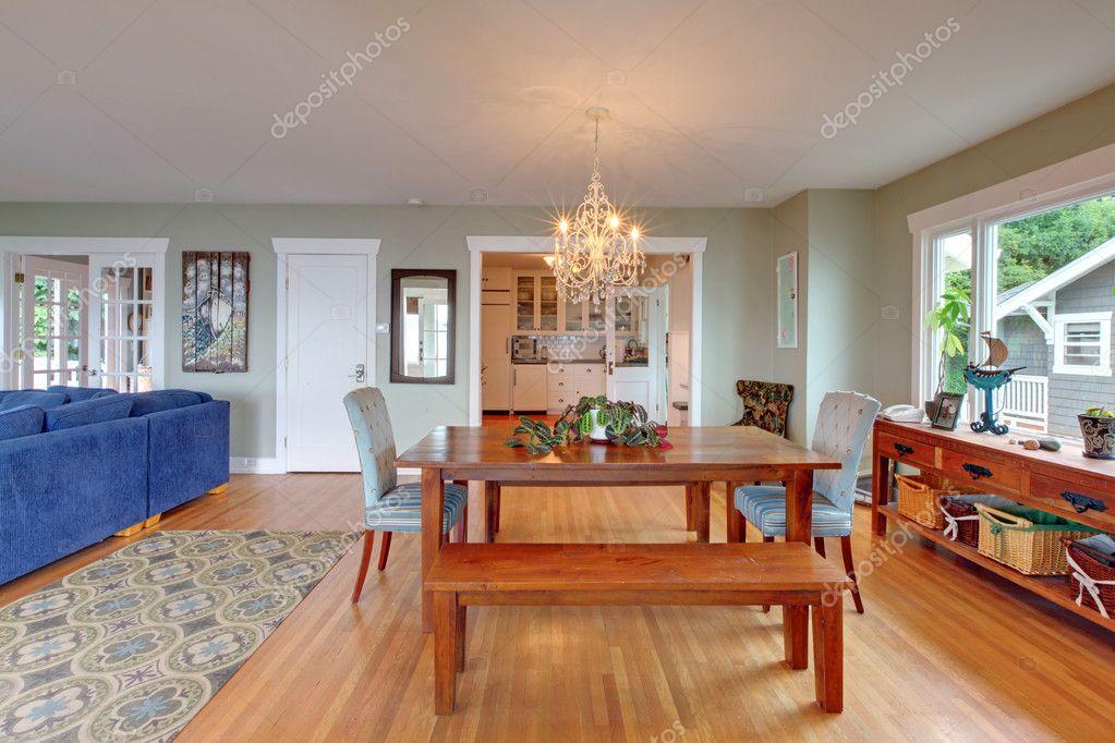 https://static7.depositphotos.com/1041088/765/i/950/depositphotos_7652264-stockafbeelding-eetkamer-gezellige-strand-huisontwerp.jpg