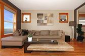 Fotografia interno soggiorno moderno con divano in pelle