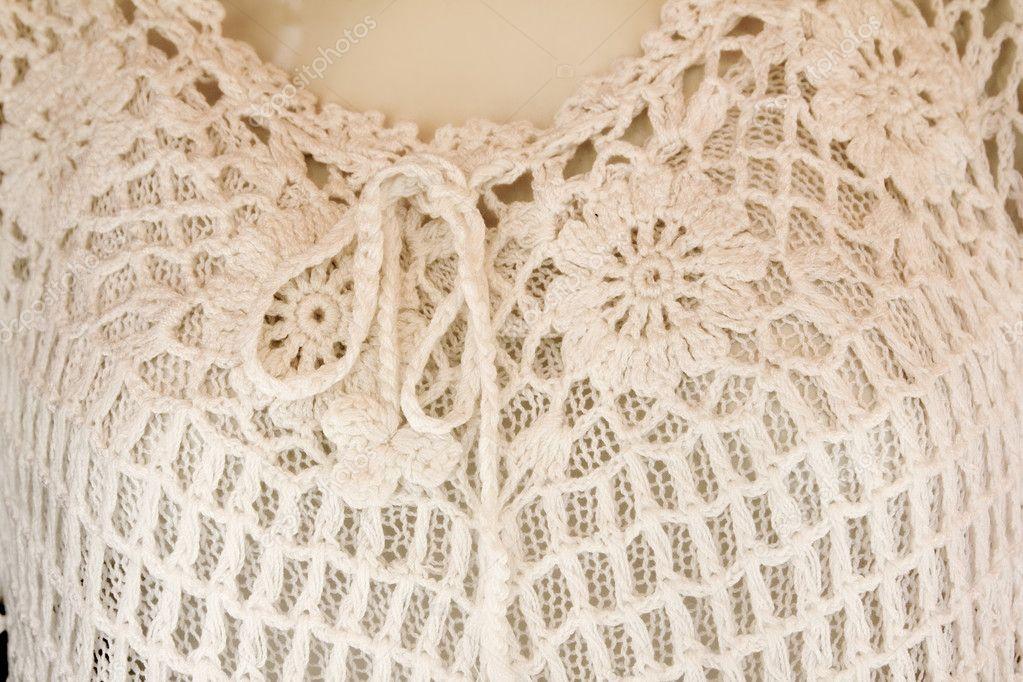 camisa de mujer blanca en blanco con el lazo de hilo de ganchillo ...