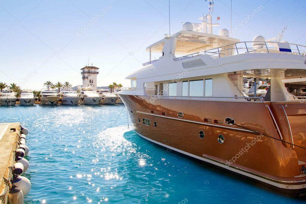 Calvia Puerto Portals Nous yacht di lusso a Maiorca